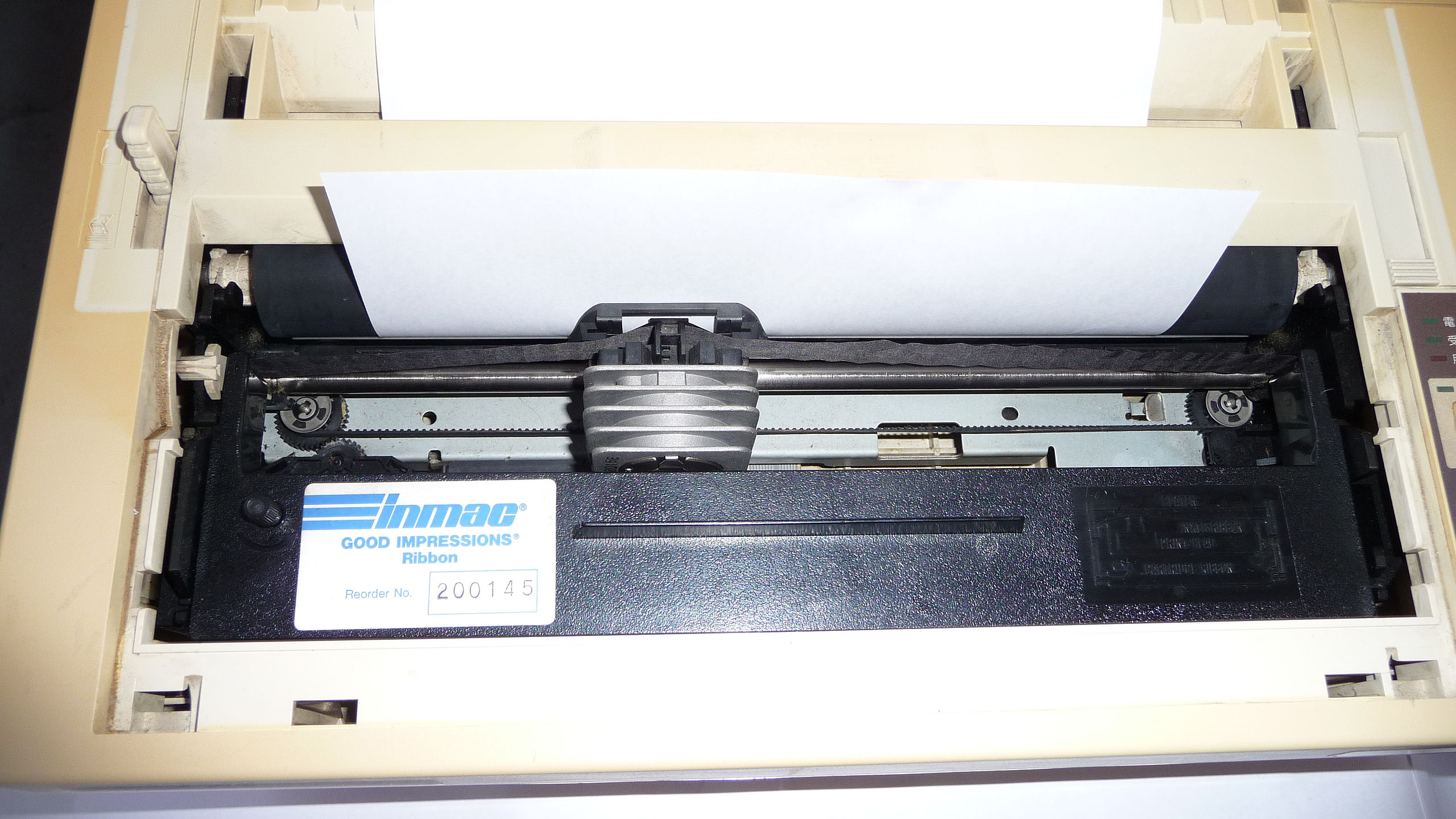 The cover removed (for photo shot), Dot matrix printer Impact type. EPSON VP-500 sold in 1989. 80 character/line, Speed: 67 character/second. Centronics IEEE 1284 interface. ASCII and Japanese character set up to Kanji. Print head with 43 x 43 X 22mm size heat sink. ESC/P 24-J84, Inmac ink ribbon cartridge with black ink.